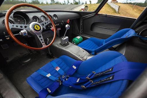 Интериор на Ferrari GTO | Brone.bg