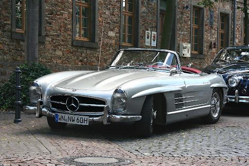 Retro Mercedes in silver