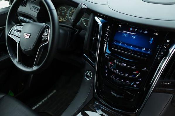 Cadillac Escalade джип